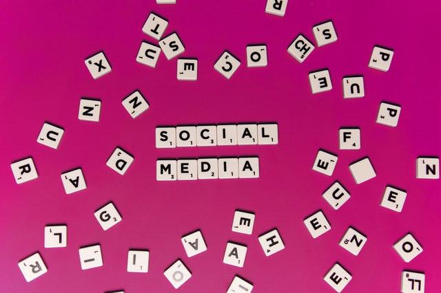 blogging social media posts